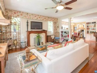 Boho Bungalow: Charming Thornton Park 2/2 in Downtown Orlando Historic District