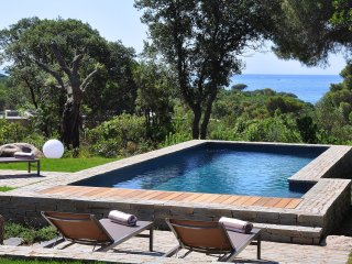 Sublime villa with sea view in Palombaggia, Lecci