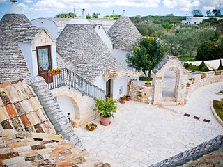 754 Trullo a Complex of Three Units with Pool, Alberobello