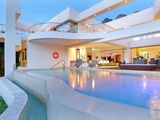Hollywood Mansion & Spa Camps Bay 5 Star Luxury Villa- Butler (Sleeps 12) 6 B/R
