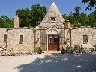 569 Trullo in the Countryside of Alberobello