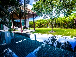 Villa Phoenix close to Nai Harn beach, 3 bedrooms & big pool, Rawai