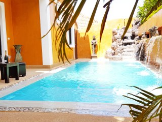 HIDELAND - The Luxury Tropical Villa - POOL JACUZZI GREAT LOCATION PATTAYA 5room