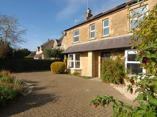 Millstone Cottage - Large Home within Walking Distance of Pubs & Restaurants