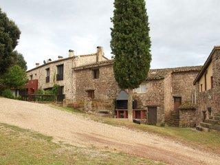 Can Jou, casa rural para grupos de hasta 30 personas en La Garrotxa, Girona