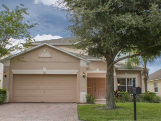 SIMBA'S CASTLE LUXURY 4 BEDROOM VILLA WITH POOL & GAMES ROOM, Orlando