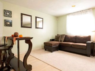Sweet studio 15 minutes from Bos.Logan Airport. 10 miles to downtown crossing., Malden