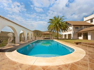 Mijas Villa with heated pool and hot tub set in a picturesque valley