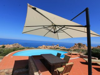 Wonderfull villa with private pool and direct way to the sea