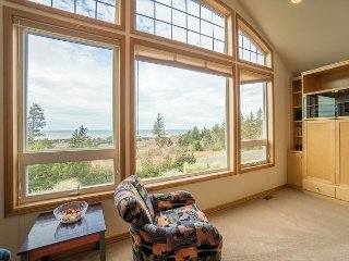 Pet friendly ocean view home sleeping 10 guests in the village of Neskowin