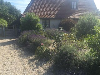 La petite barn --a beautifully renovated barn 1 hr from Calais-very peaceful
