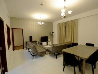 Top Holiday Location Close To The Beach and Shopping, Dubai