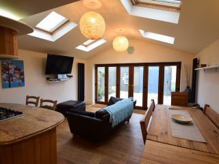 Angorfa Cottage - Fabulous Sea Views from the grounds - 5-mins drive to Abersoch, Mynytho