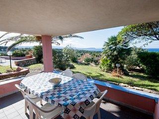 Villa con fantastica vista mare, grande giardino privato a 300 m dalla spiaggia