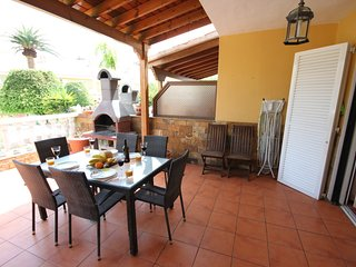 Big townhouse El Camison close to the beach