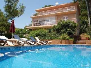 Villa Regine (Salou)100m. playa, vistas al mar, wifi, piscina,aire acondicionado