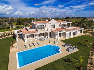 Villa Pinta - Magnificent newly built 5 bedroom property with stunning golf and, Lagoa