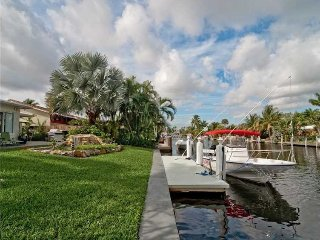 Tropical Waterfront private home with Dock (east of US1), Fort Lauderdale