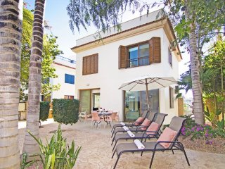 Cyprus Holiday Villa REVI Profile