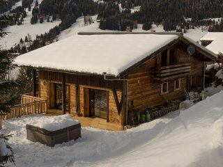Chalet Les Carres, 6 bedrooms, Ski Back, Hot Tub, Sauna