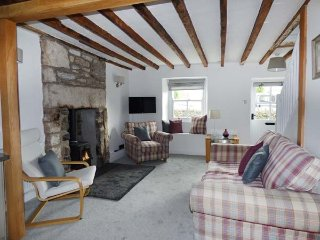 3 LOW ROW terraced cottage, bike storage, close to river, in Cark, Ref 923856