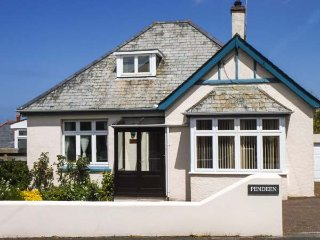 PENDEEN, garden, WiFi, close to local amenities, in Wadebridge, Ref 940575