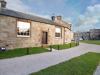 NIGHTINGALE, woodburning stove, Jacuzzi bath, all ground floor, Appleby-in-Westmorland, Ref 942332