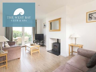 THREE BEDROOM HOUSE FOR 6 AT THE WEST BAY CLUB & SPA, superb on-site facilities, in Yarmouth, Ref 943924