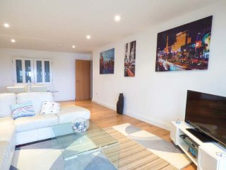47 BREDON COURT, overlooking Fistral Beach, ground floor apartment, WiFi, in Newquay, Ref 947371