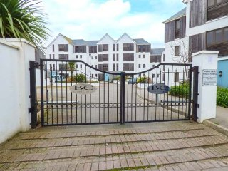 47 BREDON COURT, overlooking Fistral Beach, ground floor apartment, WiFi, in