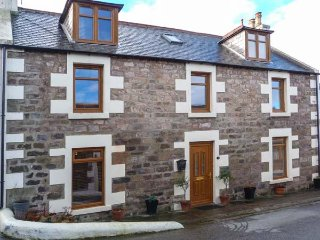2 CRAIGENROAN PLACE fabulous cottage, close to coast, WiFi, wildlife spotting