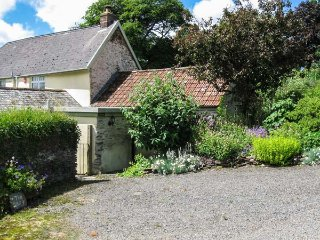 THE OLD DAIRY, all ground floor, woodburning stove, garden with views, near Combe Martin, Ref 953459