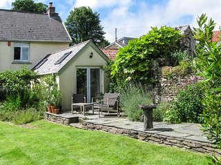 THE OLD DAIRY, all ground floor, woodburning stove, garden with views, near Comb