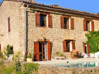 Bergerie rénovée avec piscine chauffée dans le Lubéron (Provence) au calme