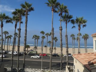 Top Floor Beach Condo w/Spectacular View, Huntington Beach