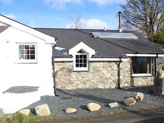 TYW Cottage 6+ guests garden mountains between Snowdon & Caernarfon North Wales