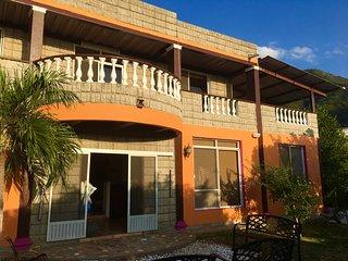 Casa en Taganga Santa Marta amplios jardines con piscina planta electrica