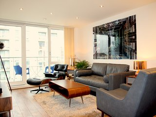Luxury 2 Bedroom Apartment, Simmonds House, Great West Quarter