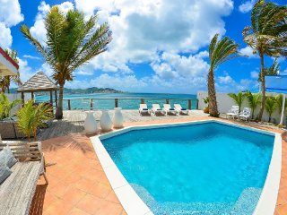 VUE DE MER... Delightfully peaceful oceanfront villa yet close to all the fun!!