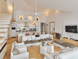 Fantastic Oceanfront penthouse at Hispaniola Beach