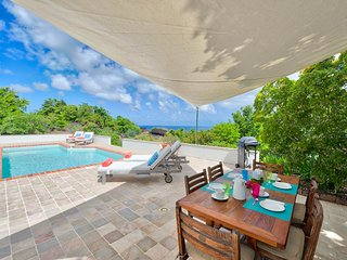 Blue Rock - Ideal for Couples and Families, Beautiful Pool and Beach, Cupecoy Bay