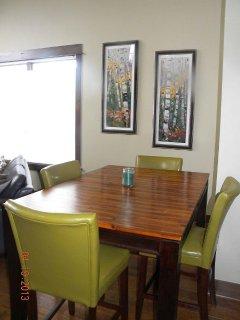 Dining Room Table w/ leaf for additional seating. - Chic dining room table, seats up to 6 (with additional leaf).