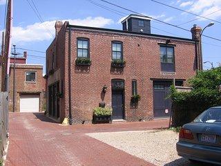 Historic Firestation Lofts-  6BR/4BA  *Garden * Location* METRO *Parking