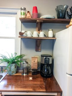 The kitchen is stocked with dinnerware for 6, cookware, and bakeware.
