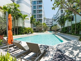 THE BASE Downtown By Favstay | 2 Bedroom - Garden View