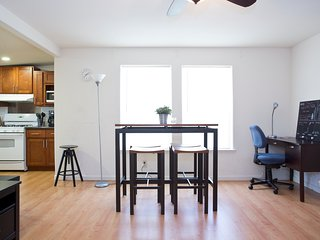 Spacious 1BR Apartment with Remodeled Kitchen and Great Balcony, Mountain View