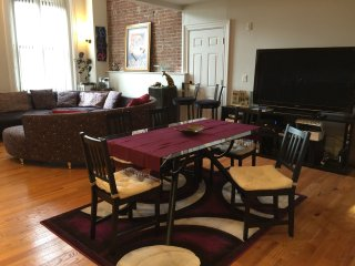 Historic 3 bd loft  short walk to Davis Sq redline, Cambridge