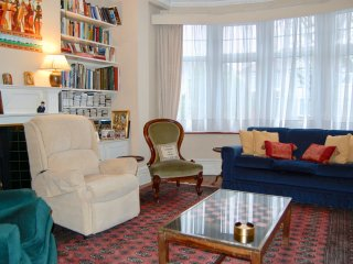 Bourne Hill family home , excellent quick transport links to central London N13