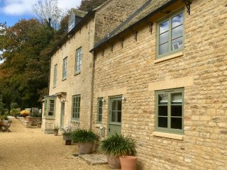 Attractive refurbished farm house close to Chipping Norton and Woodstock.