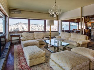 Exclusive 4 bedroom apartment. 3 bathrooms. Amazing city views!